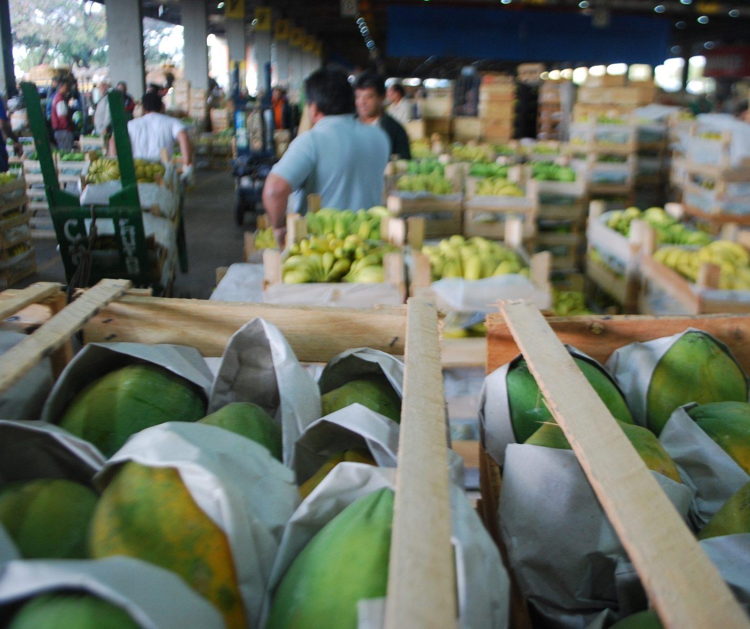 Preço médio de hortigranjeiros  fica 1,6% menor em abril no CeasaMinas