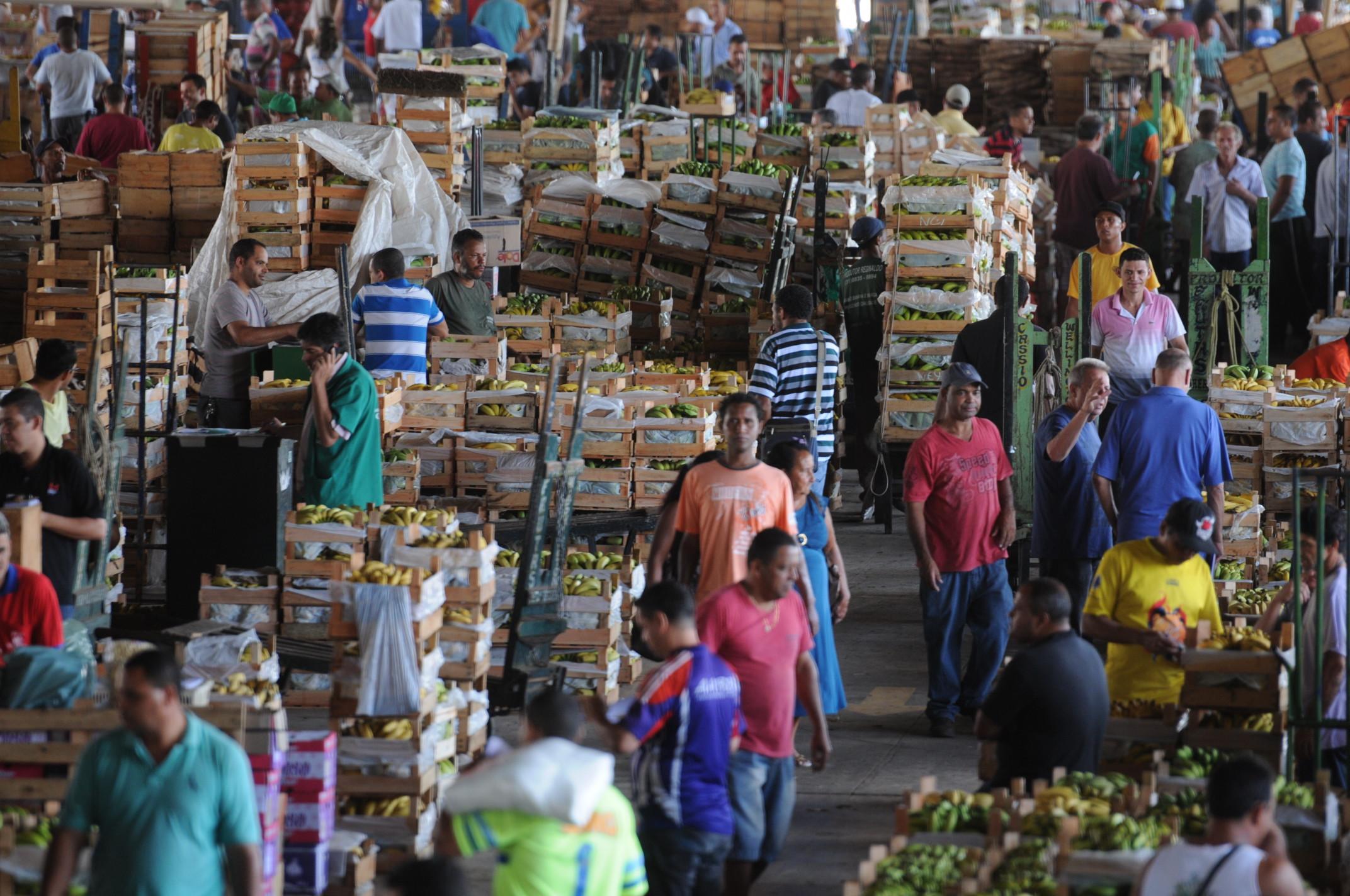 Preço médio de hortaliças cai e o de frutas aumenta em setembro na CeasaMinas